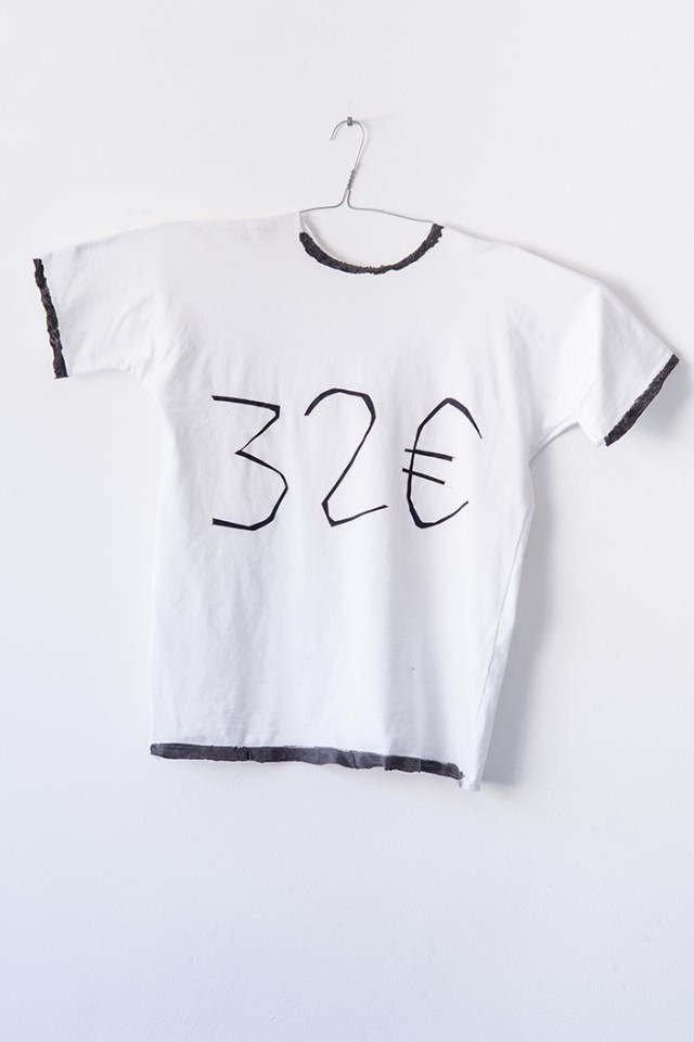 32 € silicone t-shirt designed by artists