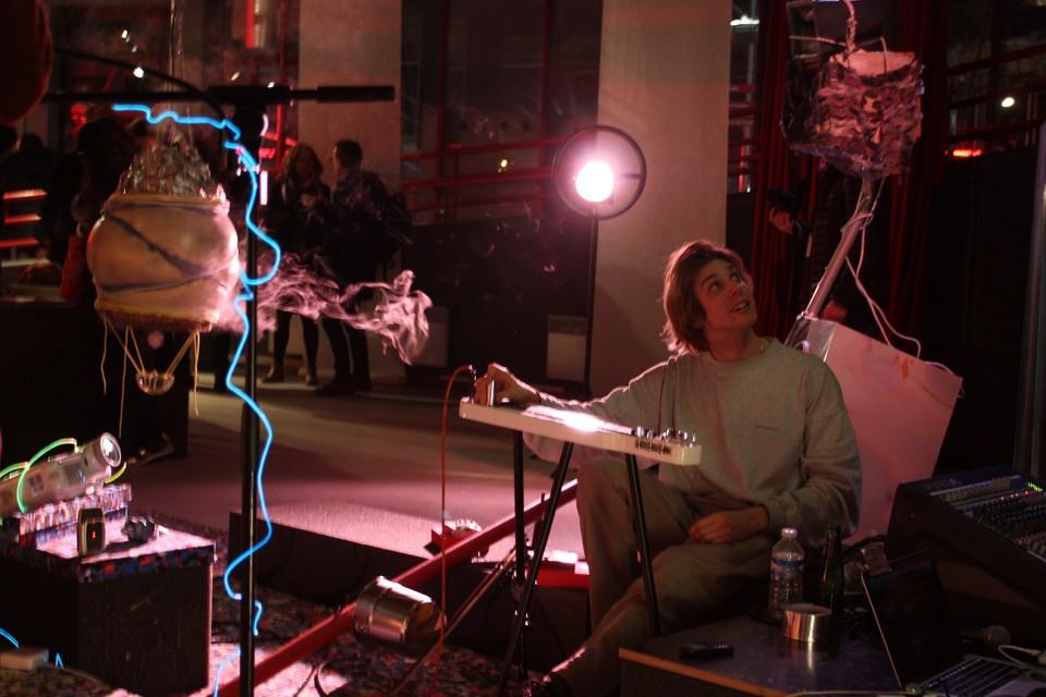 sculpture installation live