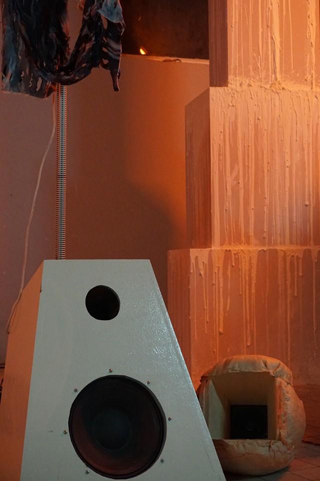 detail sculpture opera speaker